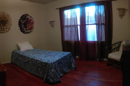 Cozy, Low-Cost Bedroom in South Sacramento Area - 薩克拉門托 - 獨棟