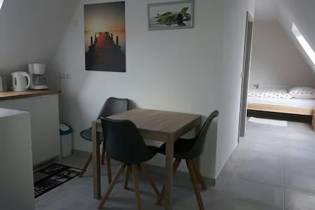 Gemütliche DG-Wohnung - Herford - Apartment