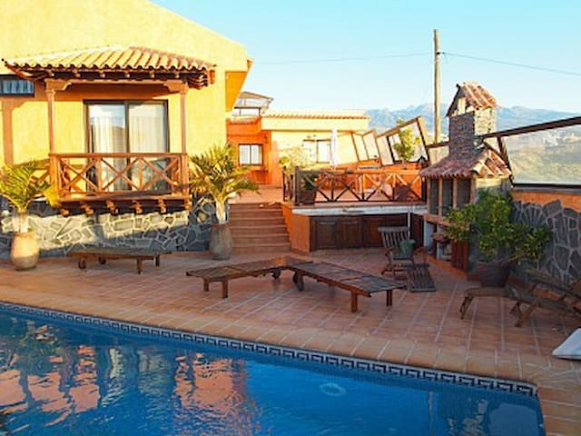 House - private pool, mountain view - Granadilla - Hus