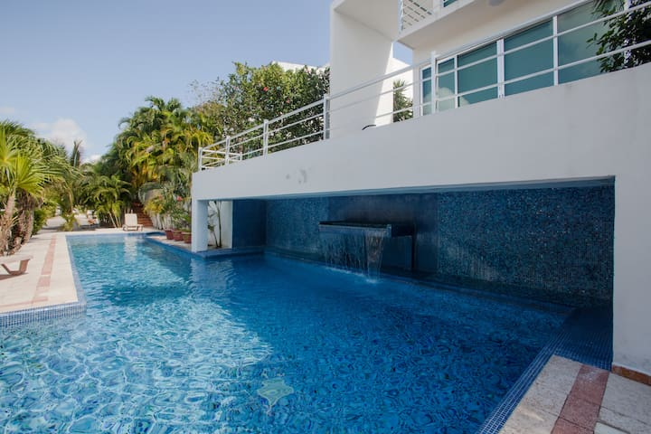 LARGE 3 BR HOUSE IN EXCLUSIVE AREA OF PLAYACAR
