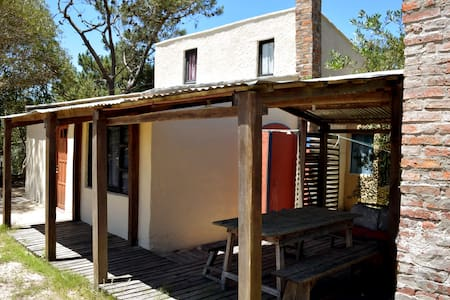"""Casa """"Fede"""" a 2 cuadras de la playa y 1 del centro - Barra de Valizas"""