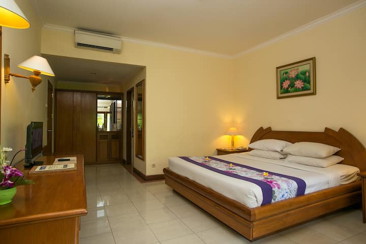 Spacious Room situated in sanur centre breakfast