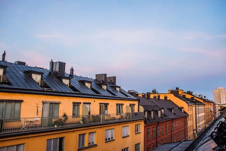 Lux penthouse stay: shopping, nightlife & old town