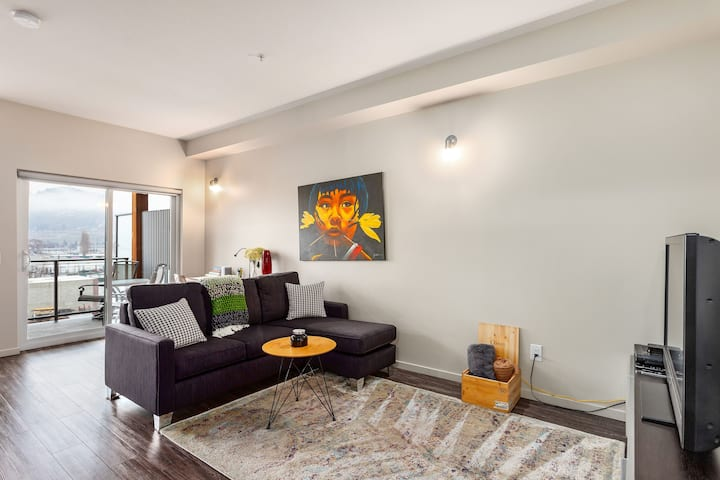 Downtown Modern Getaway for Two