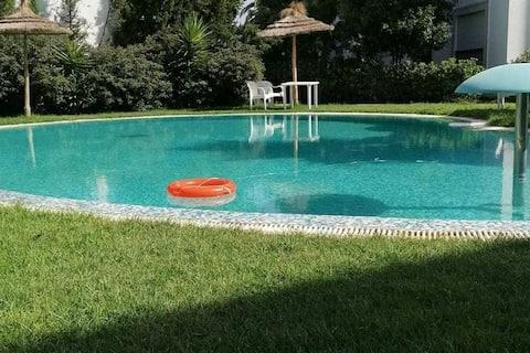 Un S+1 avec une place de parking et une piscine