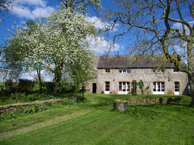 Charming, cosy eco-cottage, nr Dinan, St Malo