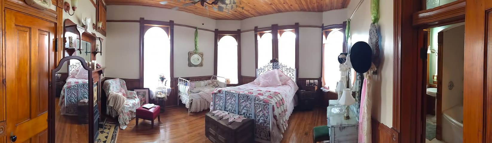 Whispering Dove / Honeymoon Suite - Belton - Bed & Breakfast