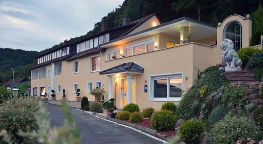 Villa Joya Schaumburg, das Gästehaus - Rinteln - Gjestehus