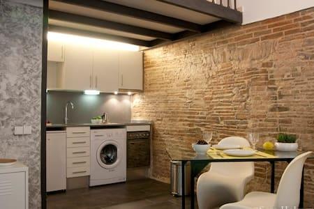 OPEN SPACE RAVAL full equipped+WIFI - Barcelona - Lägenhet