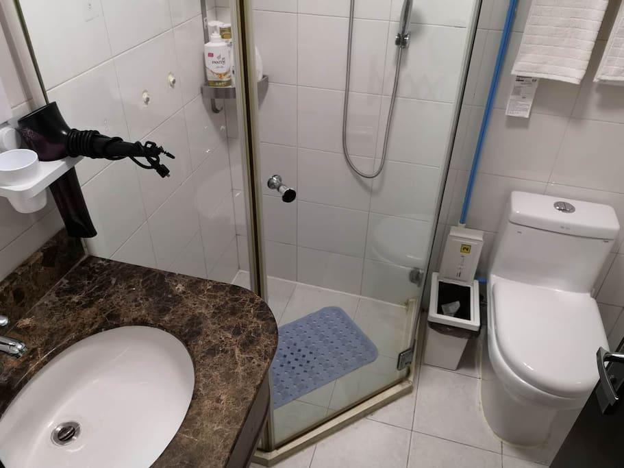 干湿分离的浴室
