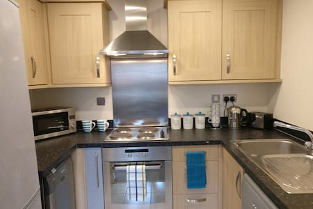 Spacious 2 Bed Apartment Great Location - Castle Donington - Apartmen