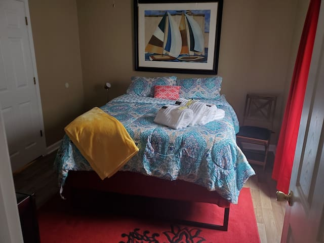 COZY  AND CONFORTABLE IN LAWRENCEVILLE  3