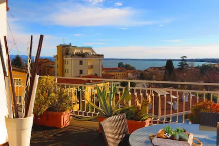 Attic with amazing view over the lake and castle - Desenzano del Garda - Pousada