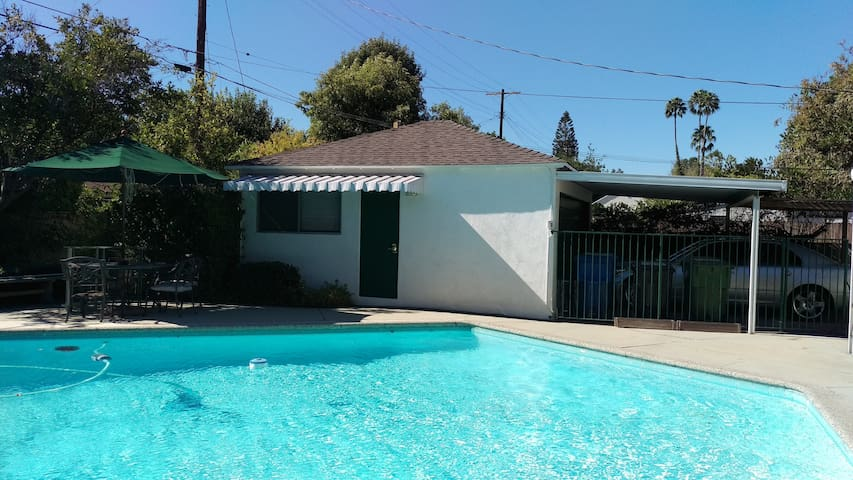 Guest House with pool in the heart of Sherman Oaks