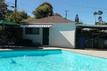 Guest House with pool in the heart of Sherman Oaks - Los Angeles - Domek gościnny