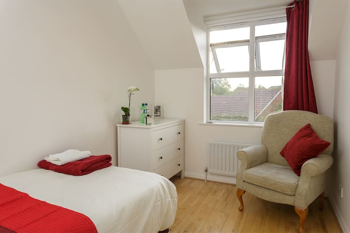 Lovely room by NATS centre / Solent Business Park - Whiteley - Casa