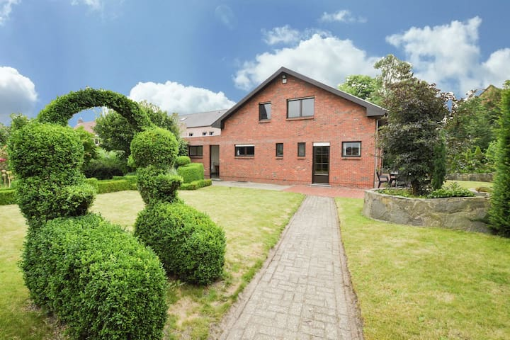 Lovely, original home with large garden in the centre of Merksplas.