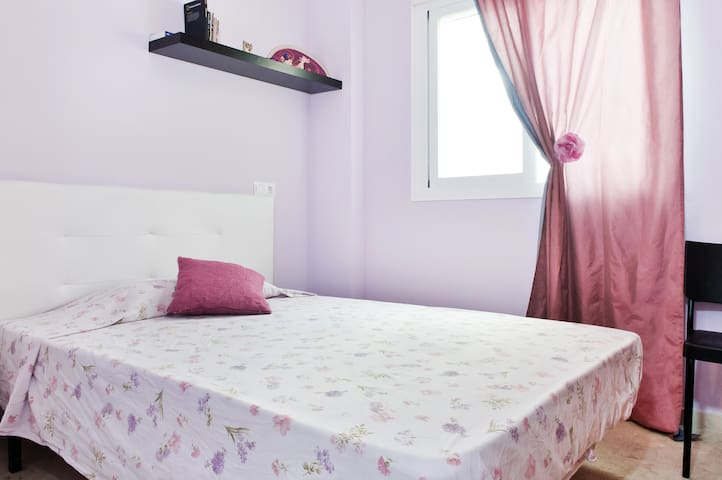 Quiet Double room/ private bathroom - Málaga