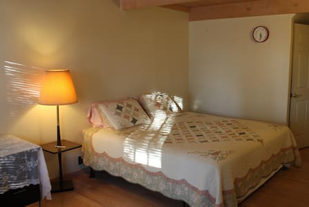 Lily Hill Farm - Strawberry Basket - Lawton - Bed & Breakfast