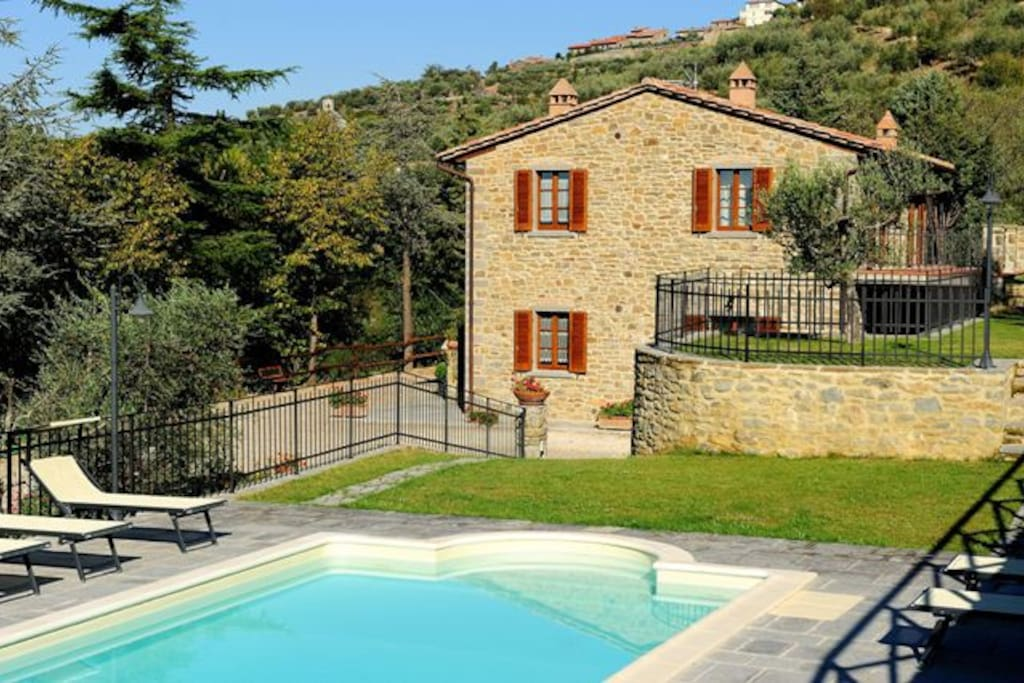 Farmhouse In Cortona With Pool Apartments For Rent In