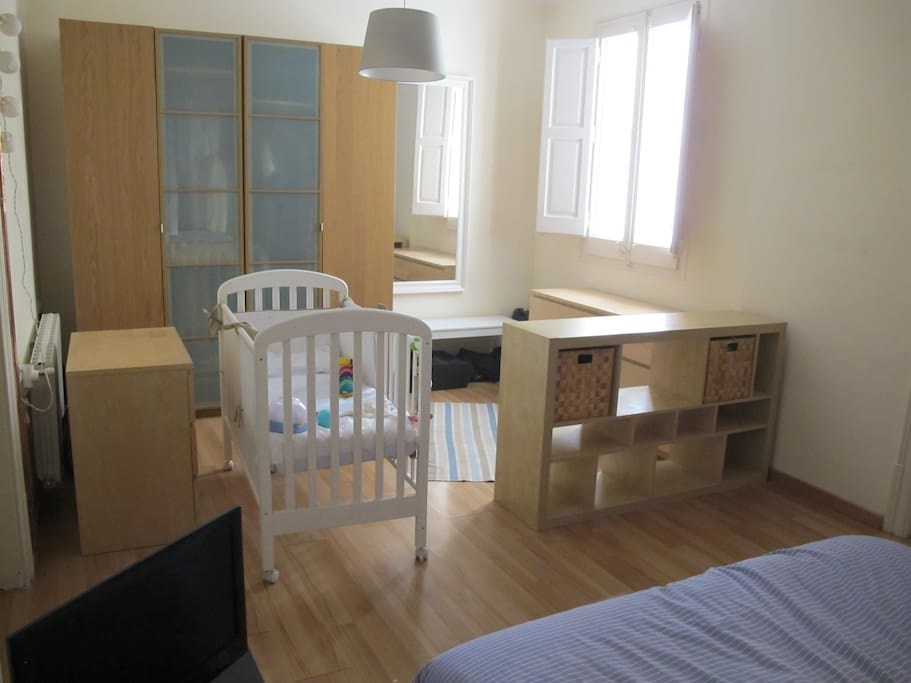 Large double room with two large wardrobes and drawers