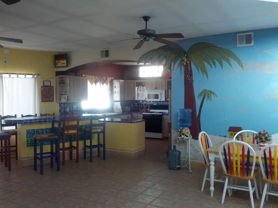 Bar, dining area, kitchen