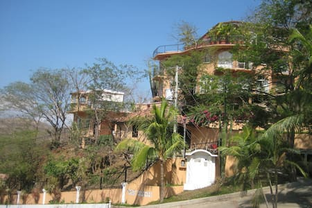 Room type: Entire home/apt Property type: Villa Accommodates: 10 Bedrooms: 4 Bathrooms: 3