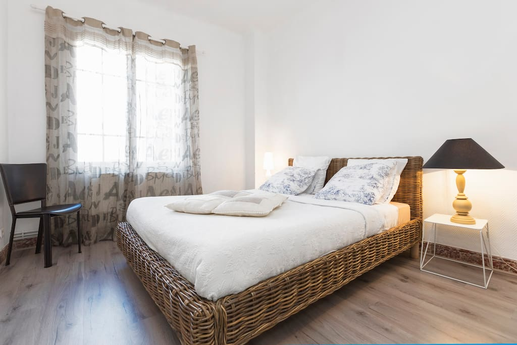 Appart 4 pers au centre d 39 avignon flats for rent in for Appart city avignon