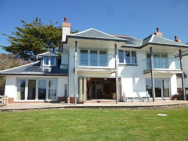 Beautiful, Luxury Beachfront Home In Falmouth, UK - Falmouth - Casa
