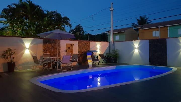 Casa  500m da praia,  Bela Piscina e Churrasqueira