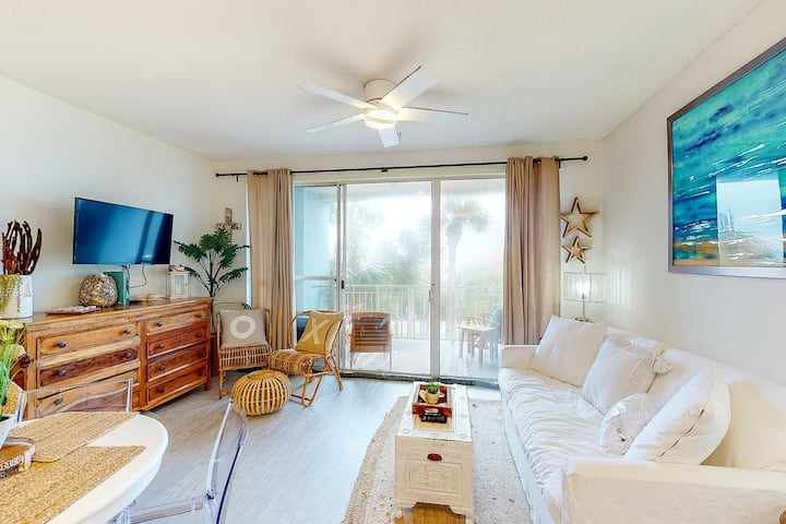 Adorable 3rd-floor cabana w/ gorgeous views from balcony - close to everything!