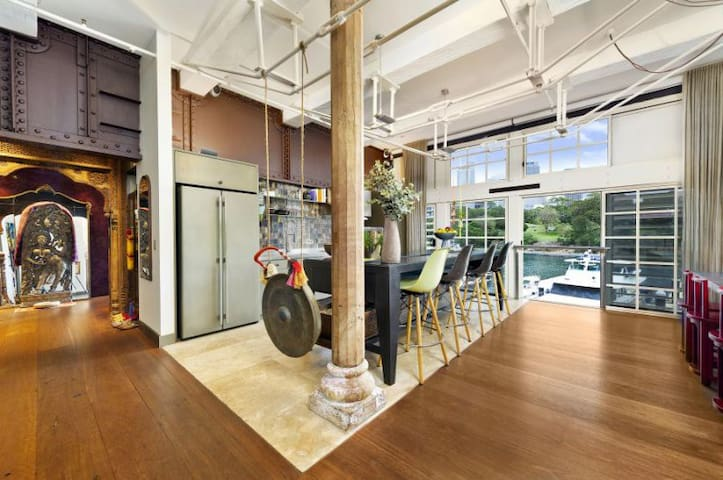 Stunning Sydney Harbour Apartment, Close to City