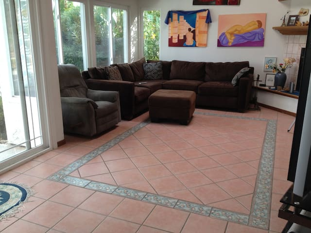San Diego bedroom 1,  shared pool, rent per month - San Diego - Huis