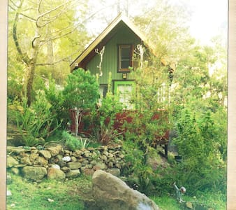 Romantic Cottage in Malibu Wine Country - 亚哥拉山(Agoura Hills)
