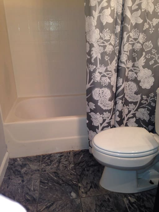 Full size bathroom with plenty of towels, I supply shampoo and body wash