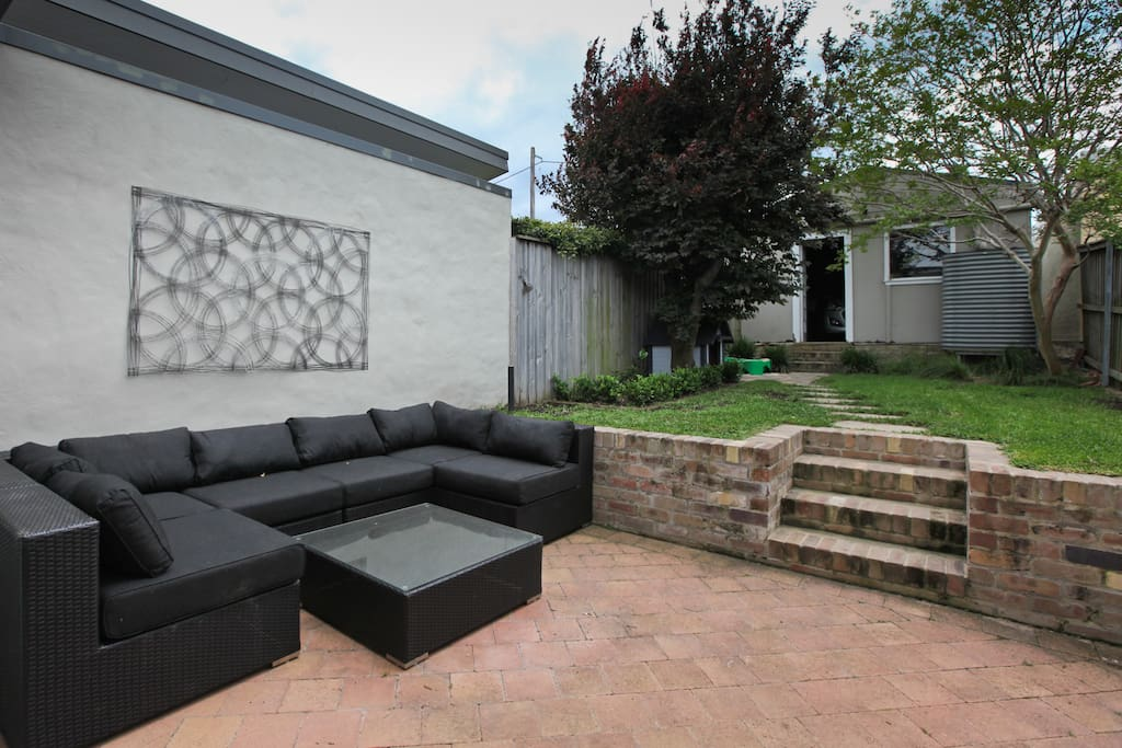 Modern 2 Bdrm House Close To City Houses For Rent In