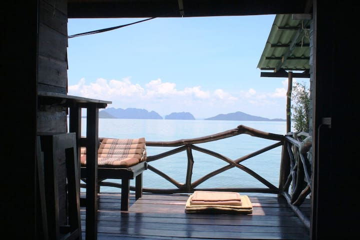Seafront Suite Three - Old Town, Ko Lanta Yai - Rumah