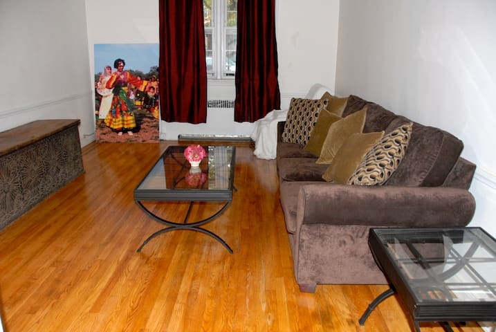 Hop into Manhattan from Queens - Flushing - Bed & Breakfast