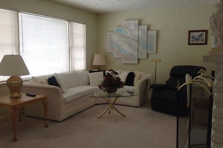 3 Bedroom Columbus Corporate Home - Columbus