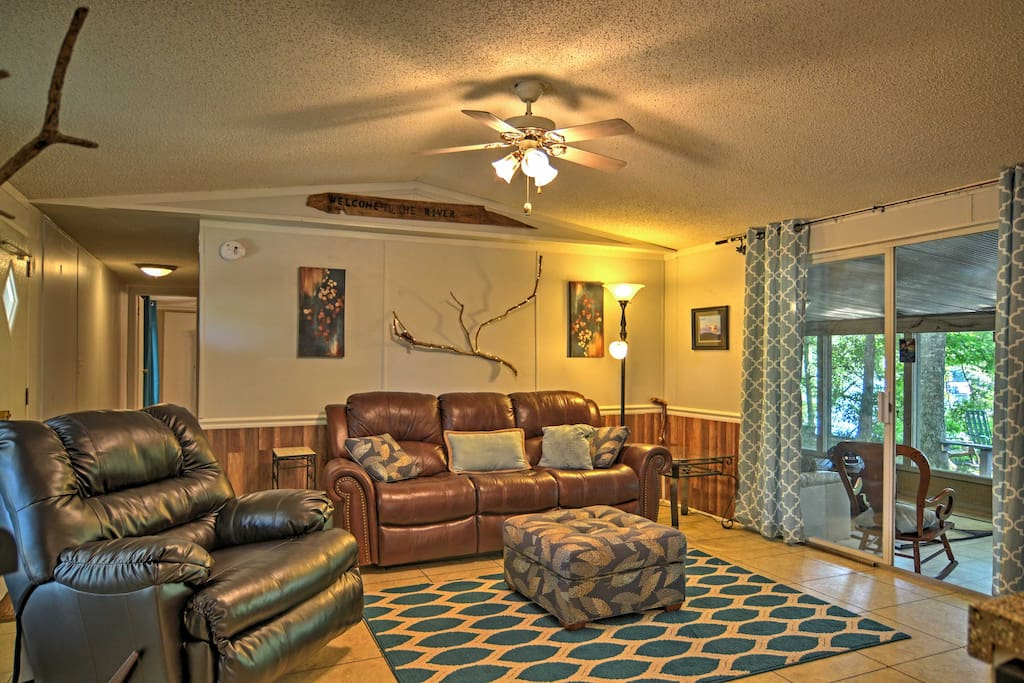 This home offers comfortable accommodations for 6 guests.