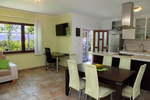Salt Pans Apartment, 3-5 guests