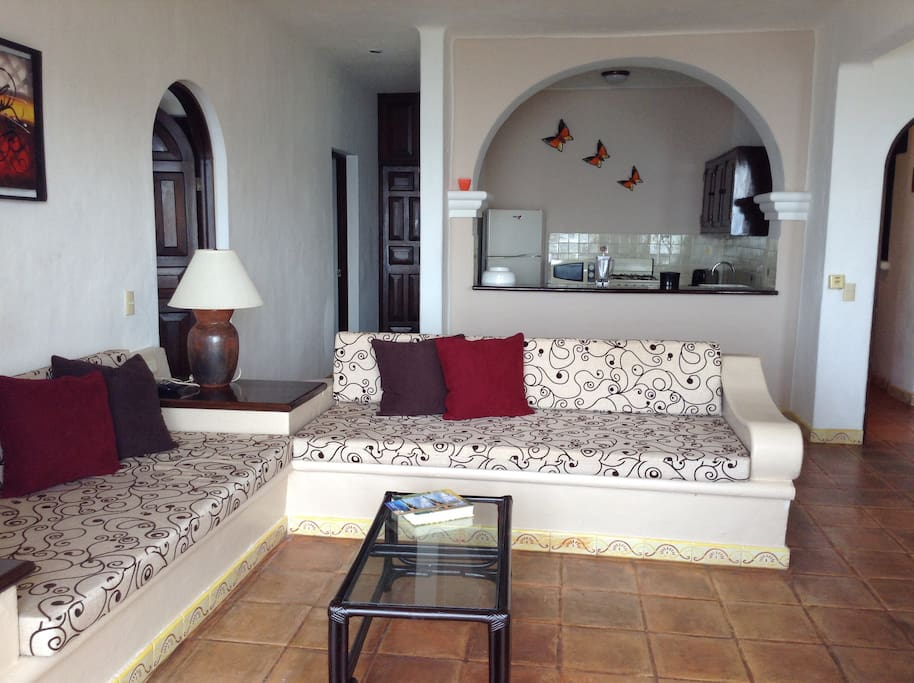 Great living area for relaxing or entertaining. Full kitchen and dinning area.
