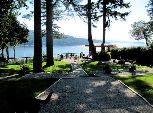 4 BDRM Oceanfront Home ❤️Hot Tub/Stairs to Beach - Halfmoon Bay - House