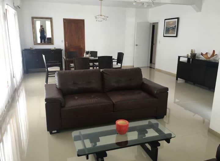 Casa con piscina en Pinares - Parada 38 Mansa
