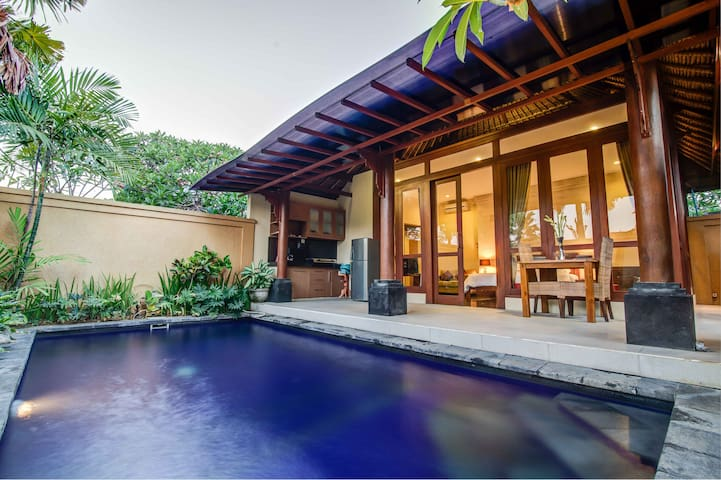 Romantic Villa 1BR w/ Private Pool - North Kuta