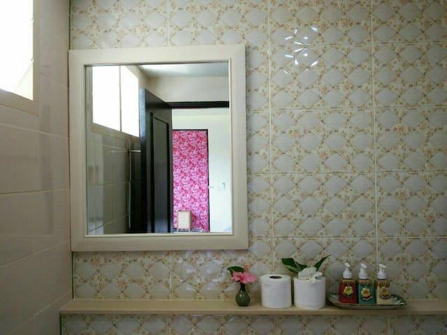 Nice Shower room & toilet