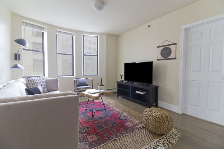 Classic Downtown 2bed 2bath apartment
