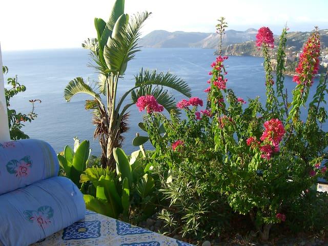 Wonderful rooms in typical villa with view - Lipari - Villa