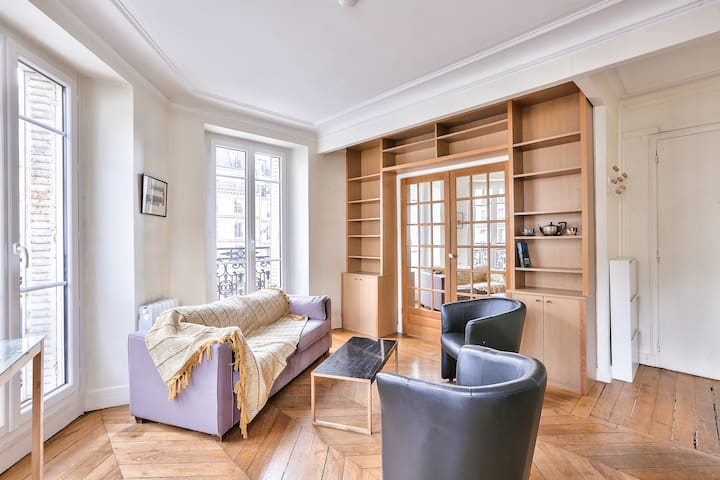 Channel Your Inner Parisian In This Amazing Flat !