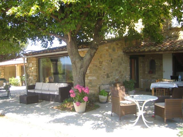 Mas en Provence. Vue imprenable. 11 pers. Piscine. - Pont-Saint-Esprit - House